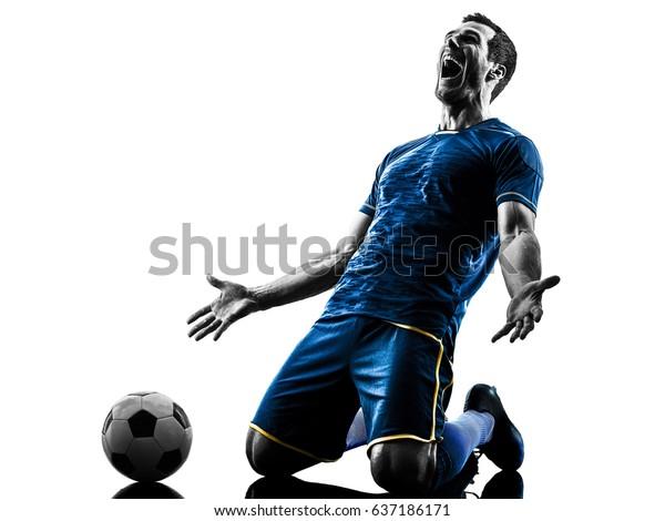один кавказский футболист человек счастливый праздник в силуэт, изолированный на белом фоне
