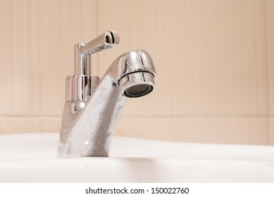 One chrome faucet in washbowl in bath room and white pile