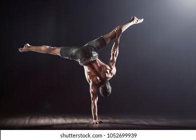One Hand Balance, handstand