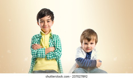 One kid happy and other serious over ocher background