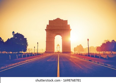One of the main attractions of Delhi, India Gate was built as an ode to the fallen Indian soldiers of World War I. India Gate is dramatically floodlit while the fountains nearby