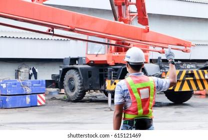 One Man use Crane Hand Signals, Mobile Crane
