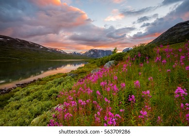 One of the many beautiful mountain landscapes of Norway
