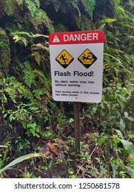 one of many signs cautioning danger on the napoli coast kalalau trail.