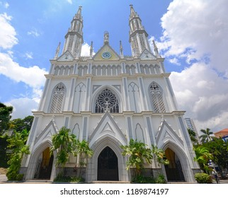 One of the most beautiful architectural buildings in Panama is the Church of our Lady of Mount Carmen. Located in the heart of Panama City.