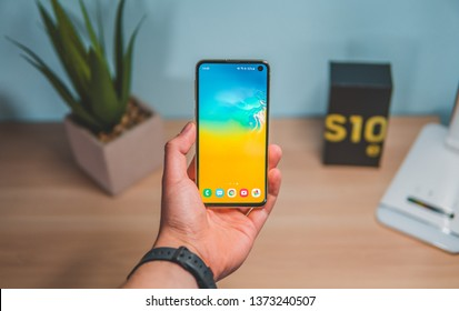 One of the most powerful phones from Samsung company – Samsung Galaxy S10 in version e (S10e).
