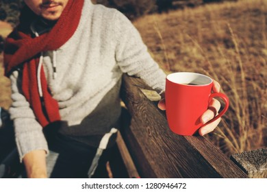 One people holding a cup of coffee or soluble cereals