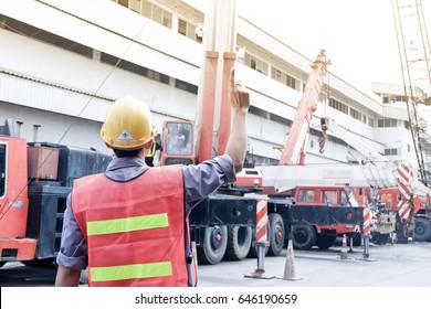 One people use crane hand signals, Mobile crane