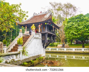 """One Pillar Pagoda, Hanoi, Vietnam. Signboard in Vietnamese """"Shoes strictly prohibited"""""""