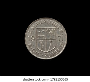One rupee coin made by Mauritius in 1971, that shows Numeral value and coat of arms
