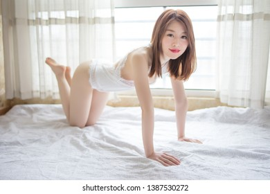 one sexy woman on Tatami