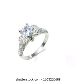 one stone and five stone diamond ring