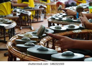 Imágenes, fotos de stock y vectores sobre Large Gong Circles