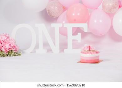 One year old birthday pink decoration cake smash