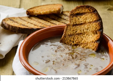 Onion soup and toast bread, close-up