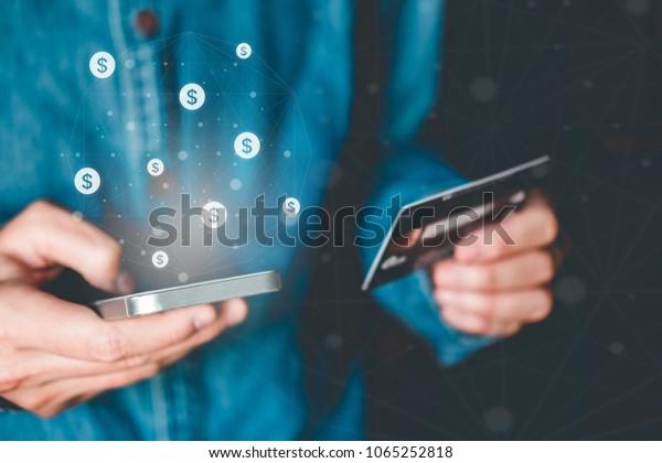 Online-Banking-Geschäftsmann mit Smartphone mit Kreditkarte Fintech und Blockchain-Konzept