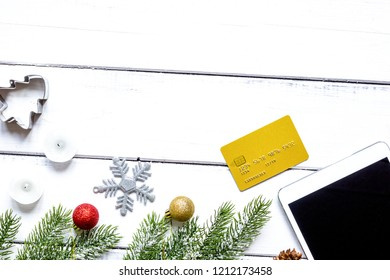 online shopping christmas with e-tablet wooden background top vi