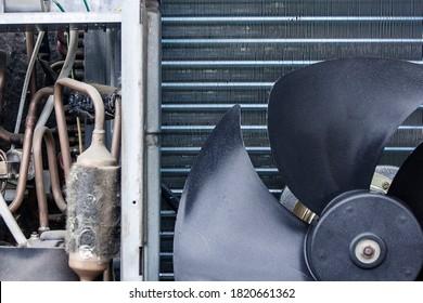 offener Klimaanlage für Reinigung und Instandhaltung, Nahaufnahme, Vordergrund- und Hintergrund unscharf mit Bokeh-Effekt