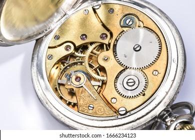 Open clock mechanism in detail