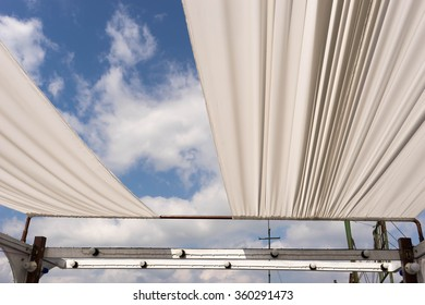 open cloth roof for see sky view