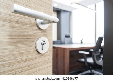 Open the door of the company manager's office