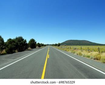 Open highway through Oregon into infinity and the horizon