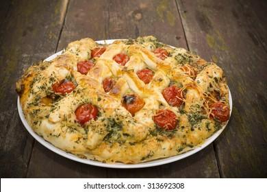 open the meat pie pizza in Ukrainian