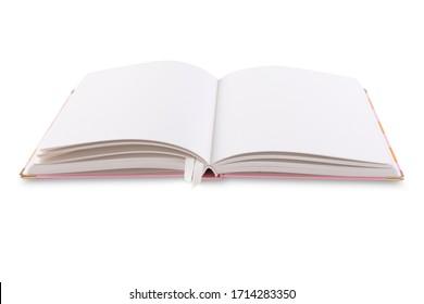 Offenes rosa und orangefarbenes lineares Notebook mit Lesezeichen einzeln auf weißem Hintergrund.
