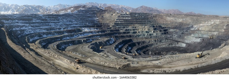 Open pit mining of iron ore and magnetite ores