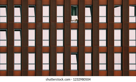 Open window on a homogeneous facade - system failure