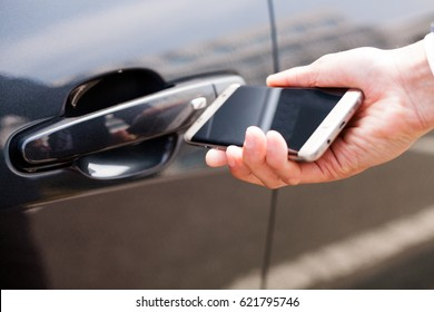 Opening and closing car door with smart phone / Automobile, IT, information communication