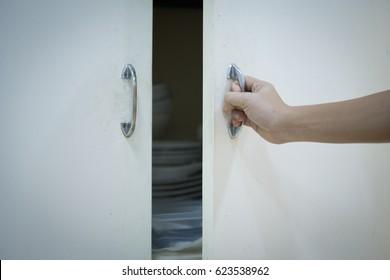 opening or closing kitchen cabinet door (cupboard)