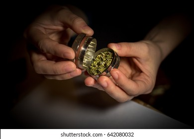 Opening the grinder