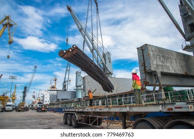 operation of the port congestion by loading discharging the cargo in terminal, keep stevedore labour busy working through the day