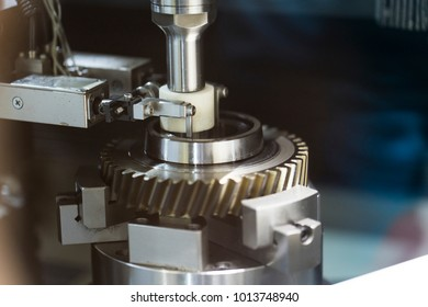 operator make automotive parts by cnc lathe and cnc grinding process