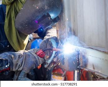 Operator welding machine structure by MIG welding