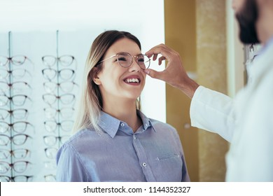 Ophthalmologist doing a visual examination for a customer at an optical center.