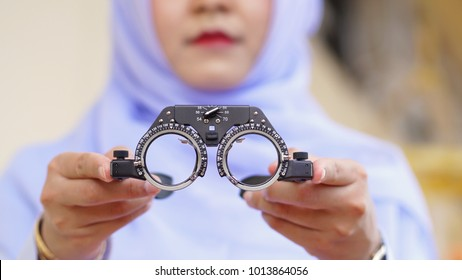 An ophthalmologist or eye doctor is preparing the device to gaze.