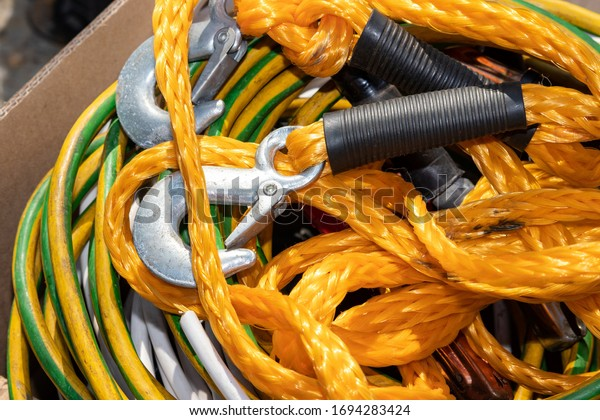 orange-cable-large-carabiners-towing-600