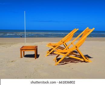 ORANGE DECKCHAIRS ON THE BEACH OF THE TOUQUET , PAS DE CALAIS , HAUTS DE FRANCE , FRANCE ORA
