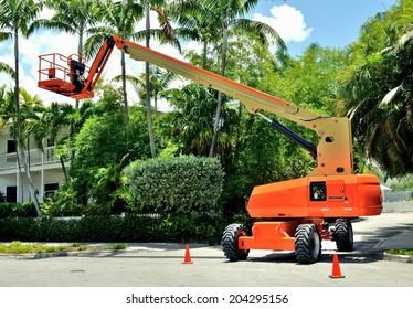Orange Heavy Duty Industrial Lift Bucket Cherry Picker Machine