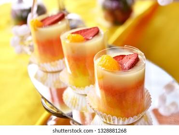 orange puding with strawbery