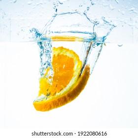 orange in water, splash and splash, with delicious orange slices