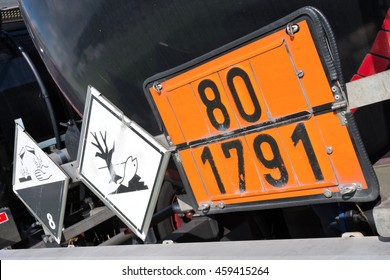 orange-colored plate with hazard-identification number 80 and UN-Number 1791 (hypochlorite solution)