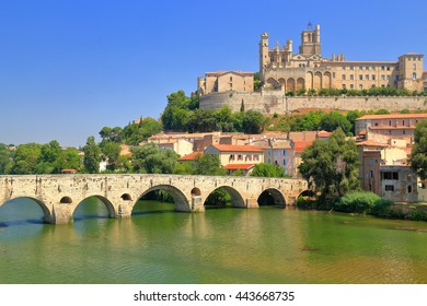 Orb river and the Cathedral of Beziers, Languedoc-Roussillon, France