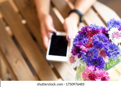 Order flowers in an online store via the app on your phone. Flower delivery service to your home.