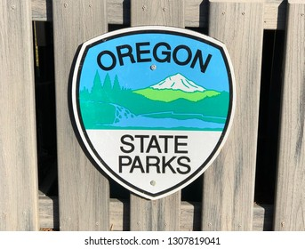 Oregon State Parks logo sign