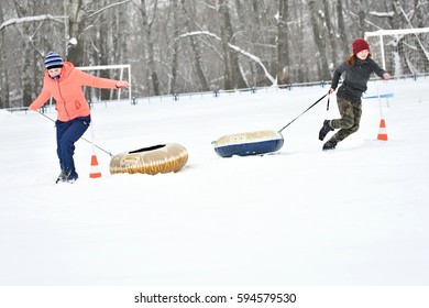 Orenburg, Russia-January 26, 2017 year: students play in the winter games, dedicated to Day students