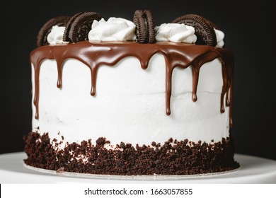 Oreo and chocolate cake with white chocolate