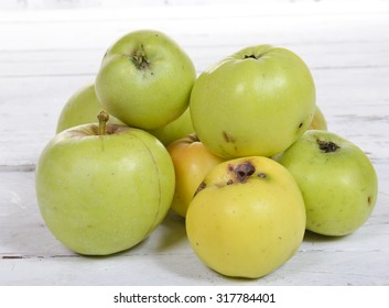organic apples on a white wooden table